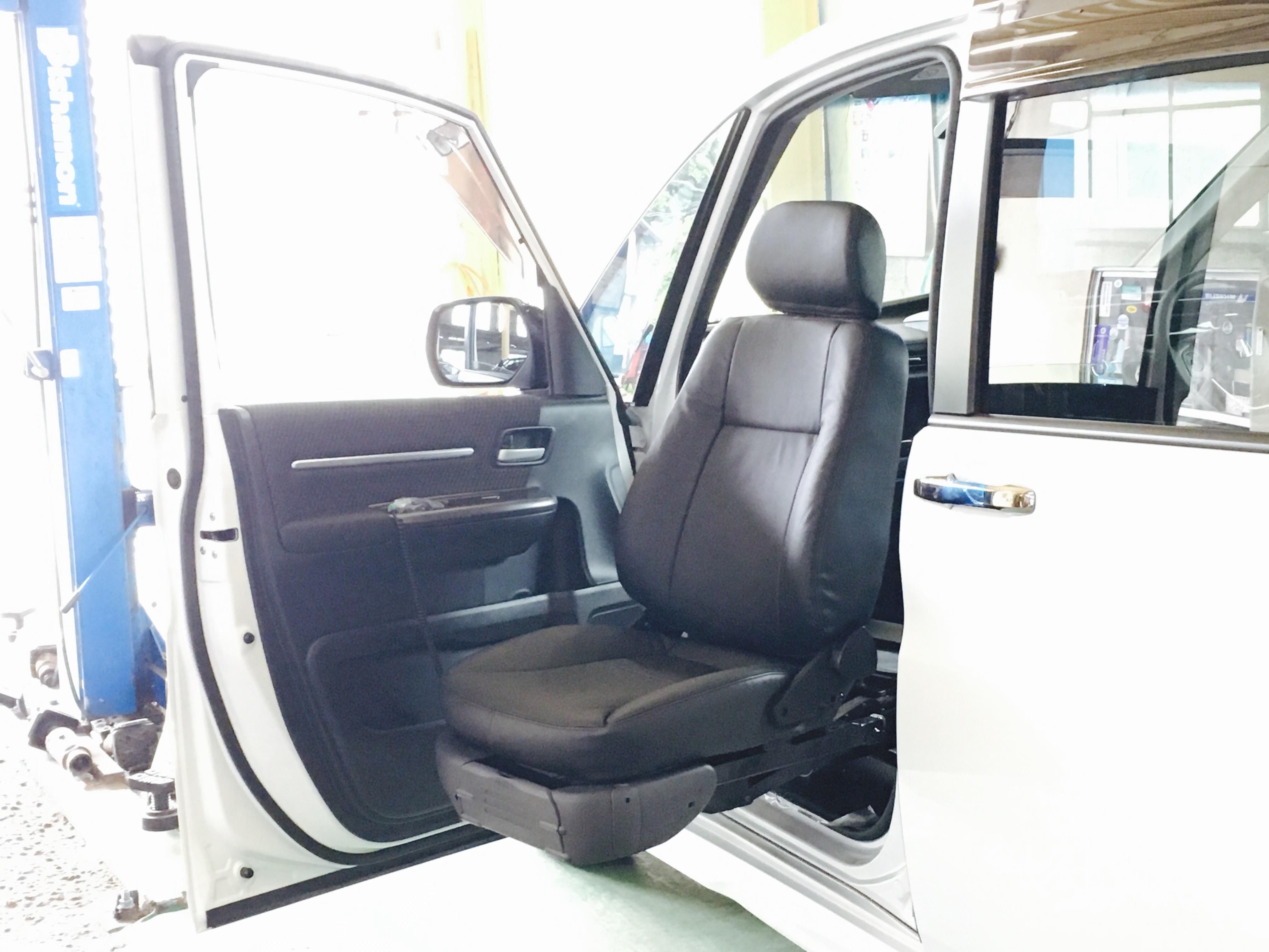 ステップワゴン 助手席回転昇降シート 福祉車両改造