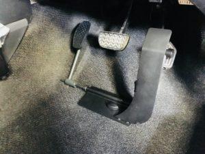 左足アクセルをトヨタヴィッツに着けて福祉車両改造①