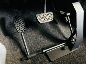 イタリアKIVI社の左足アクセルをトヨタヴィッツへ取付ける福祉車両改造