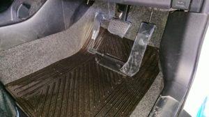 左足アクセルをトヨタプリウスへ取付けて福祉車両改造