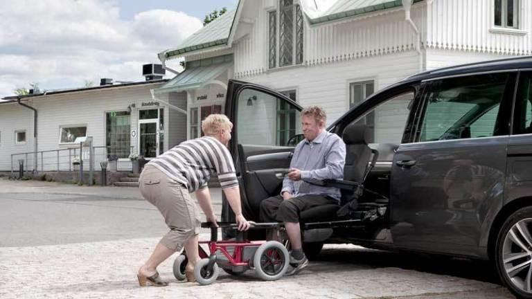 福祉車両改造 後付け回転シート 介護車両改造 カロニー ②