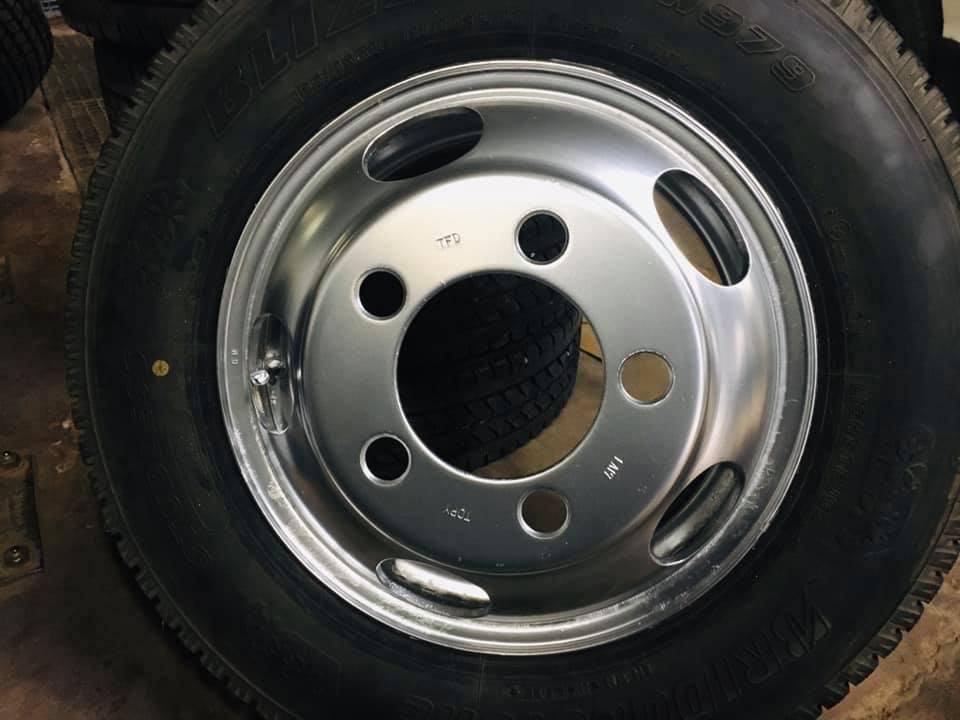 トラック用スチールタイヤ 再塗装 曲山自動車整備工場 福島県 ①