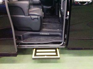 福祉車両改造事例 電動ステップ アルファード ②