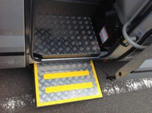 福祉車両改造事例 マイクロバス 電動ステップ ②