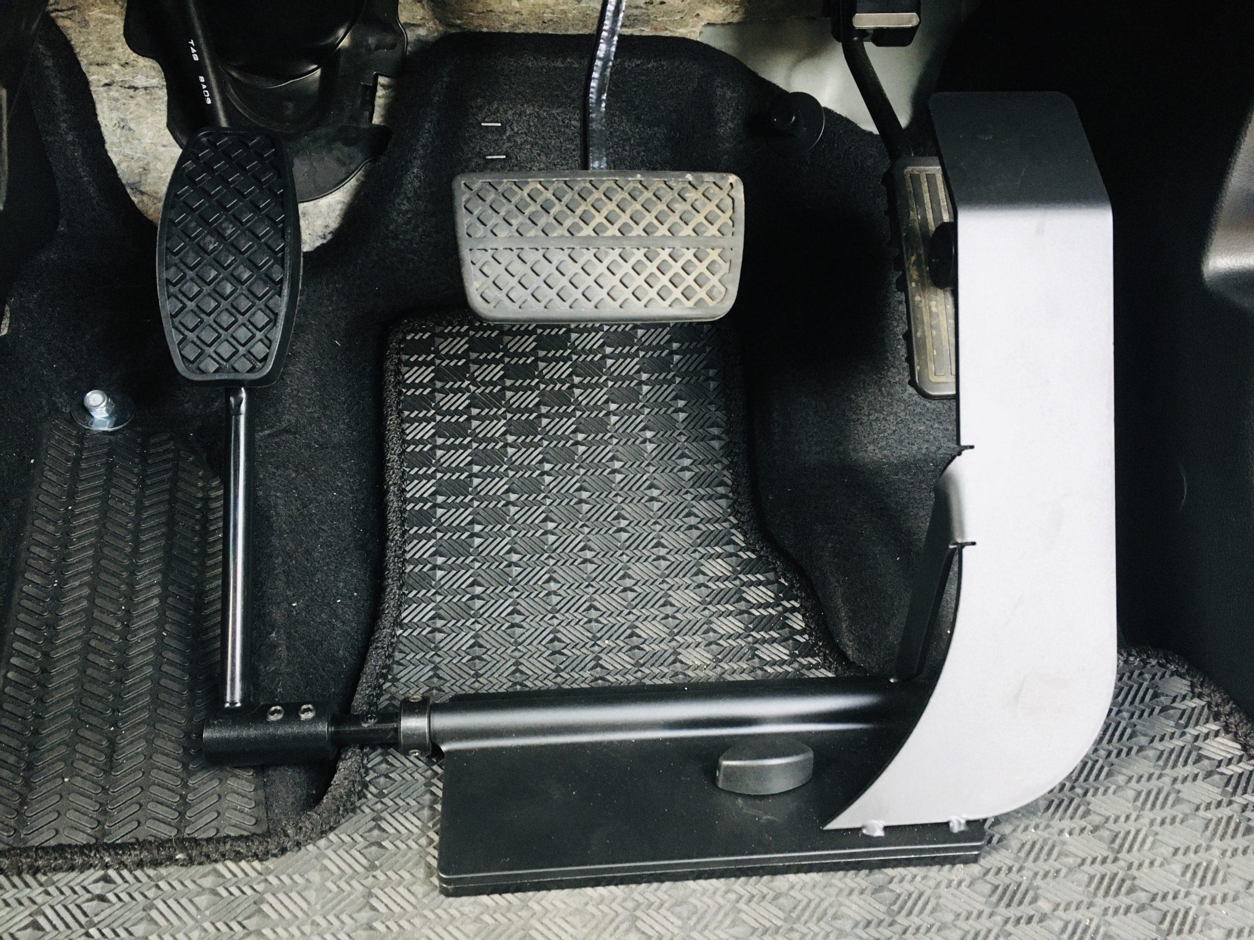 福祉車両改造 ホンダNワゴン 左足アクセル 福祉車両への改造 ⑤