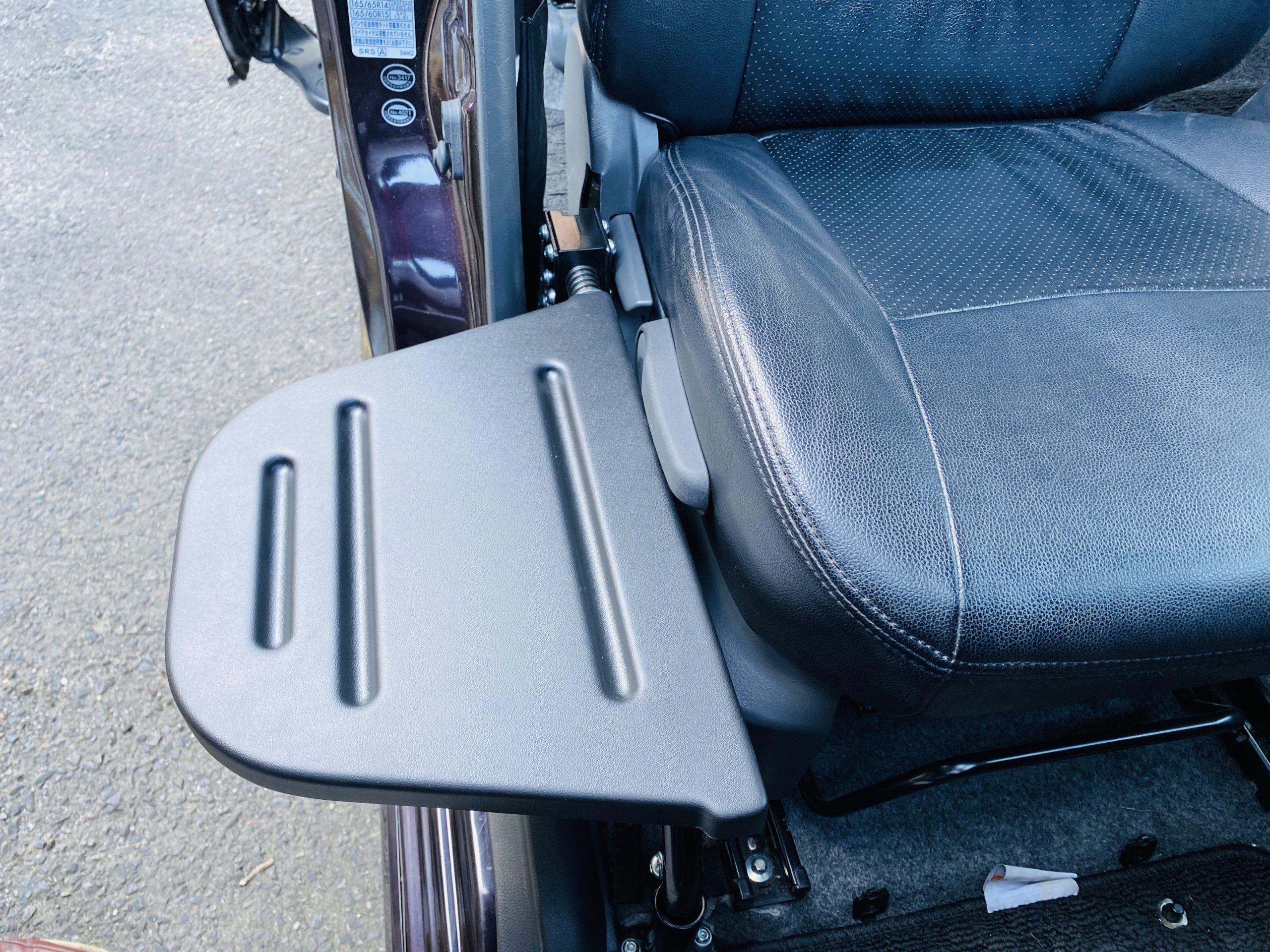 福祉車両改造 スズキ ソリオバンデット 移乗サポートシート ④