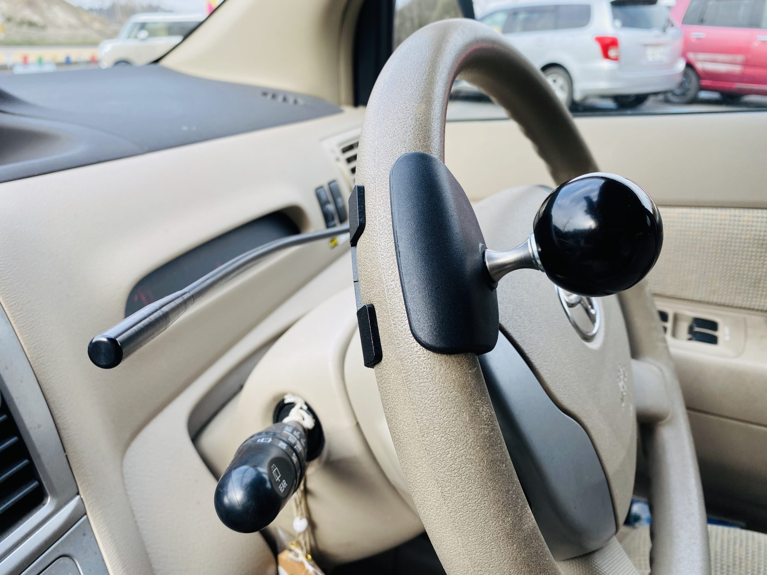 福祉車両改造 トヨタラウム 左足アクセル 福祉車両への改造 ②