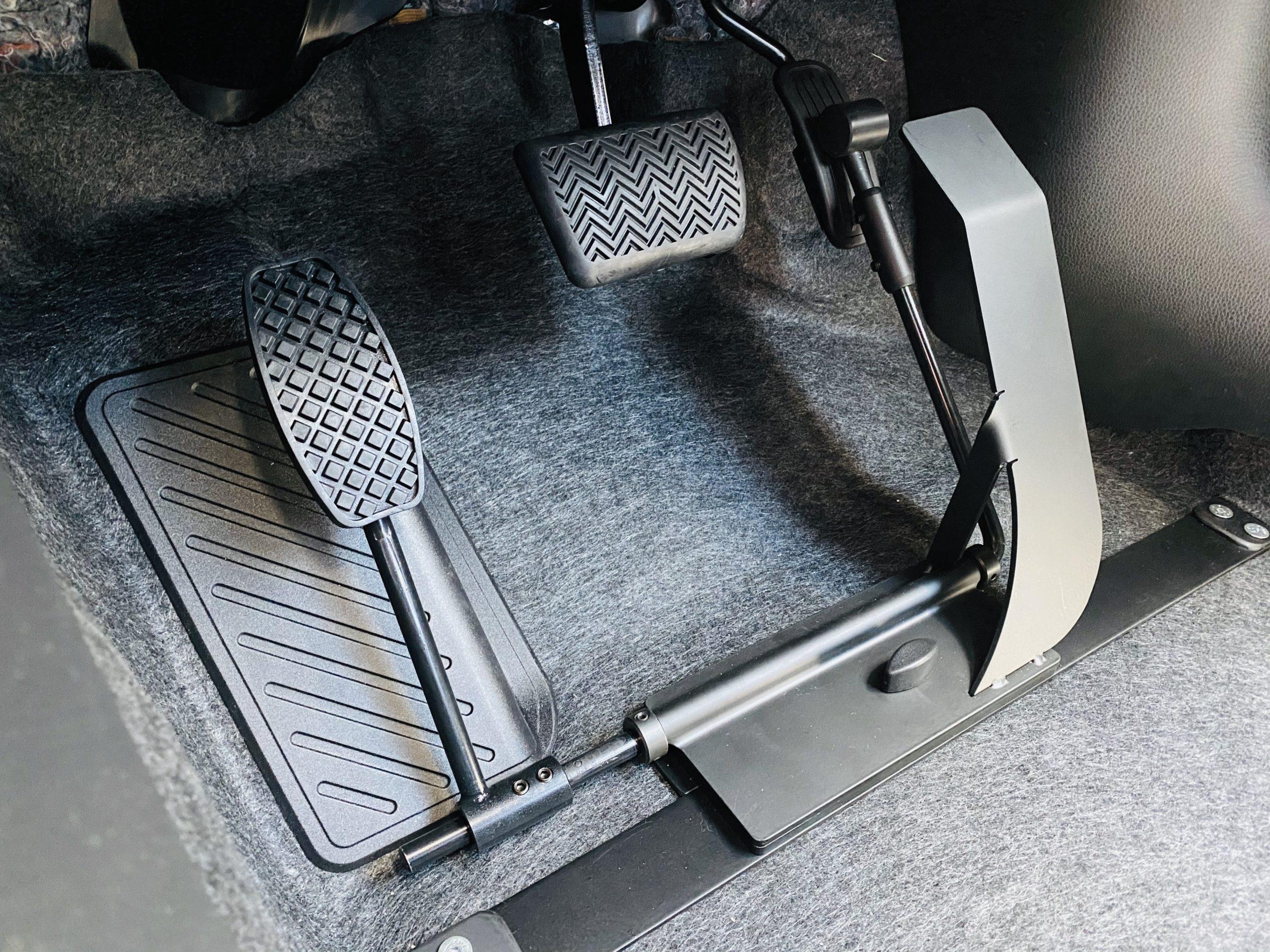 福祉車両改造 トヨタ ヤリス 左足アクセル 福祉車両への改造 ⑤