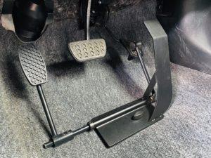福祉車両改造 トヨタ ヴィッツ 左足アクセル 福祉車両への改造 ⑤