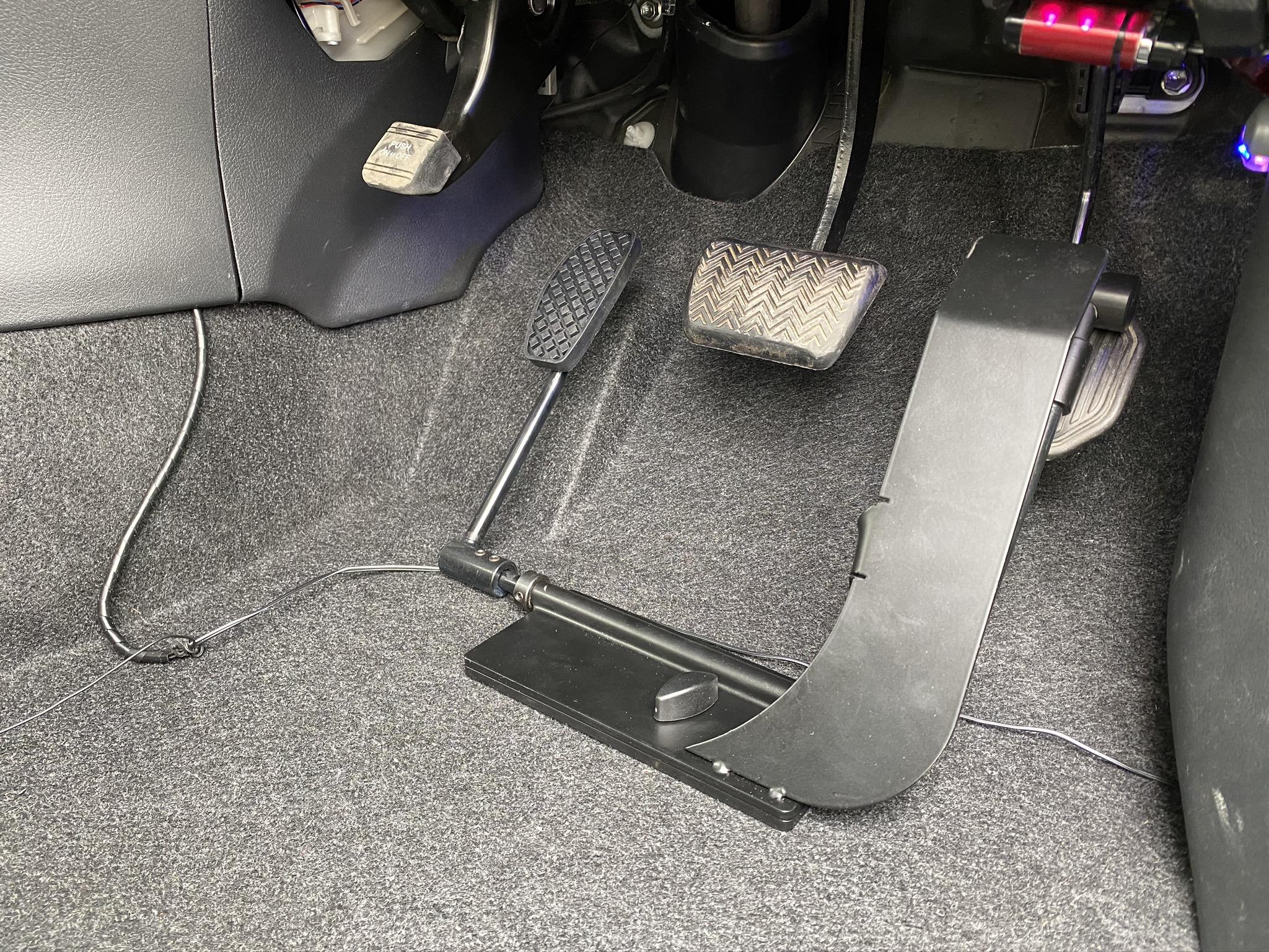 福祉車両改造 トヨタ ウィッシュ 左足アクセル 福祉車両への改造 ➂
