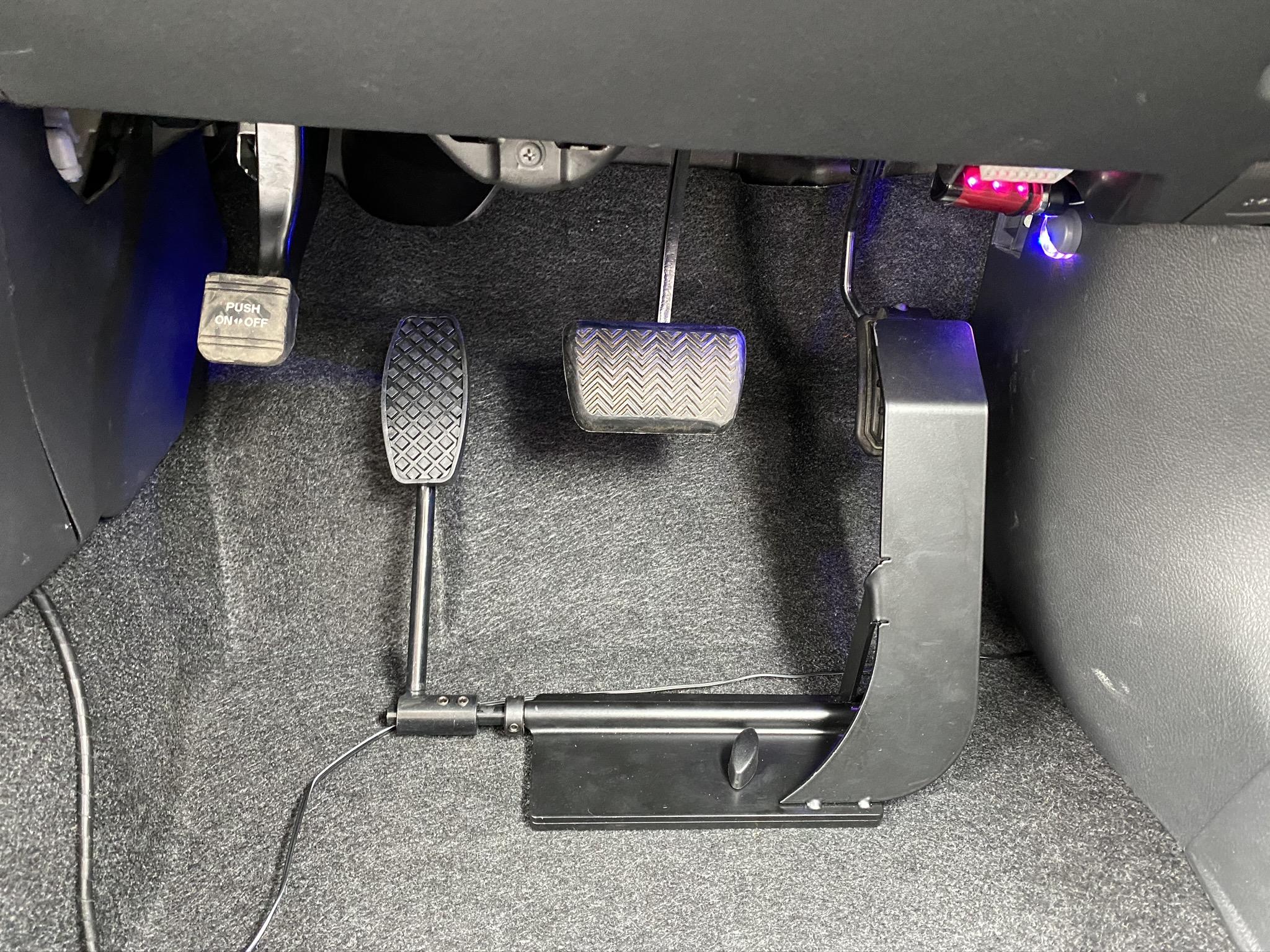 福祉車両改造 トヨタ ウィッシュ 左足アクセル 福祉車両への改造 ④