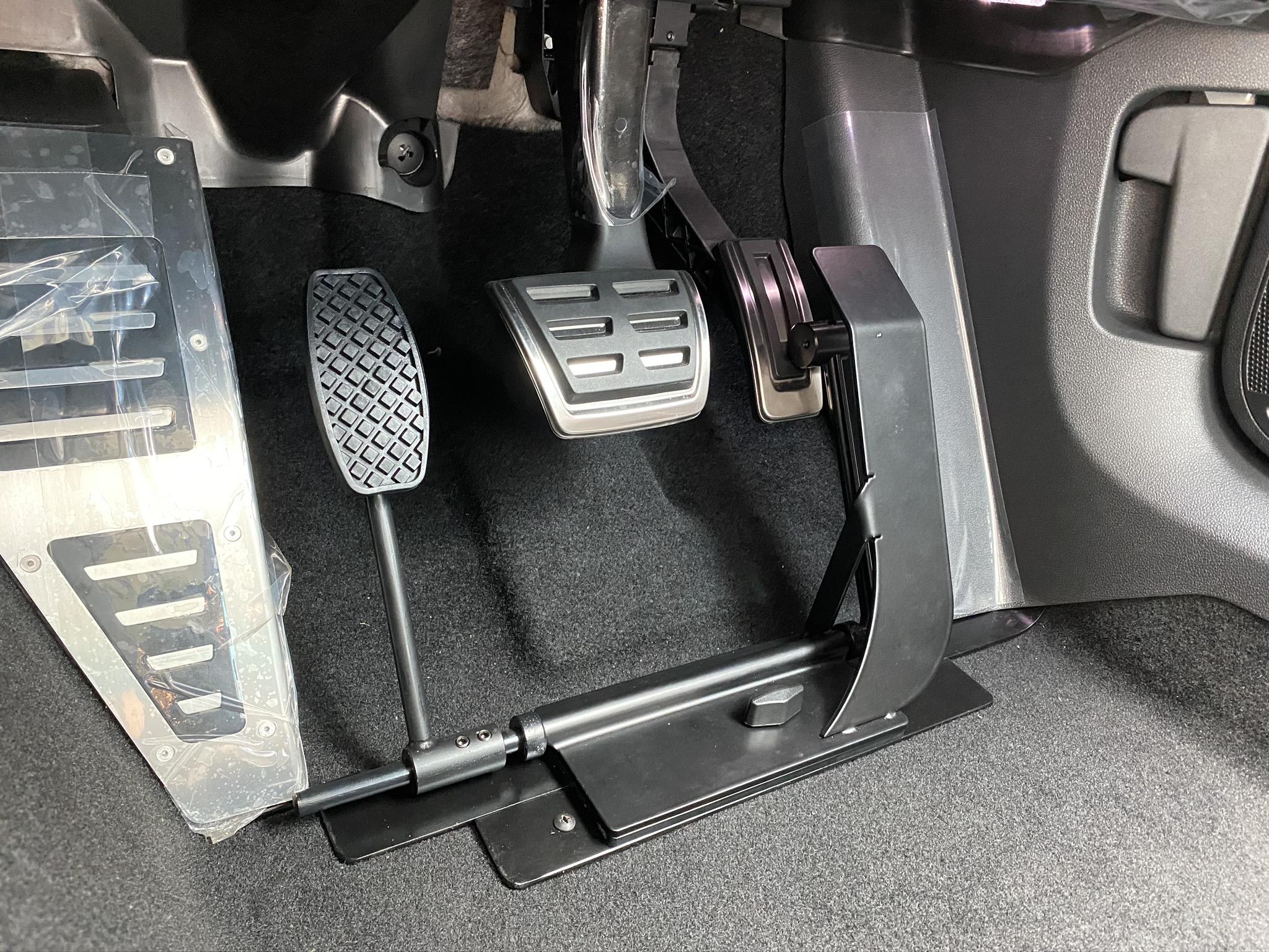福祉車両改造 フォルクスワーゲン パサート 左足アクセル 福祉車両への改造 ⑥