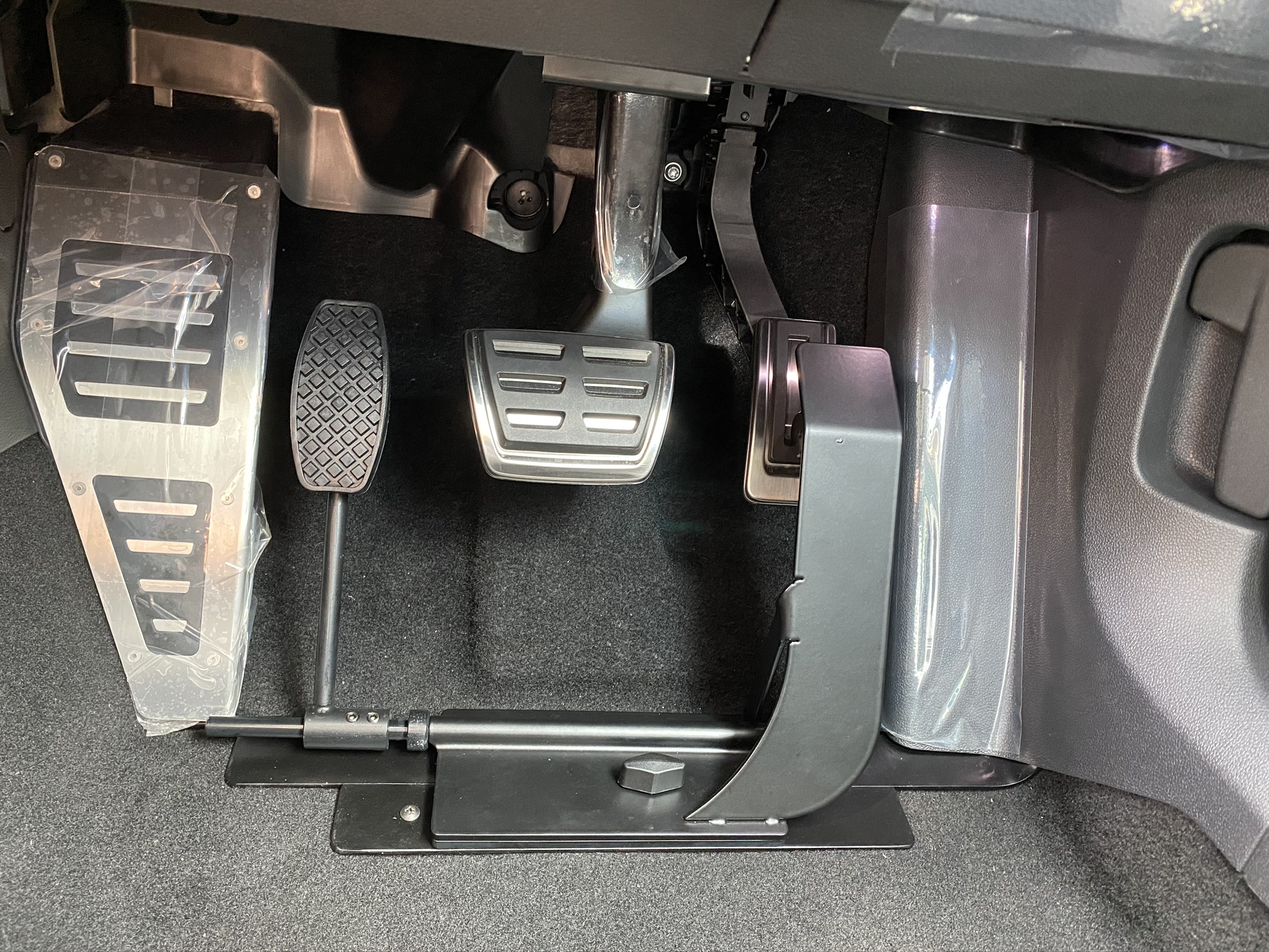 福祉車両改造 フォルクスワーゲン パサート 左足アクセル 福祉車両への改造 ⑦