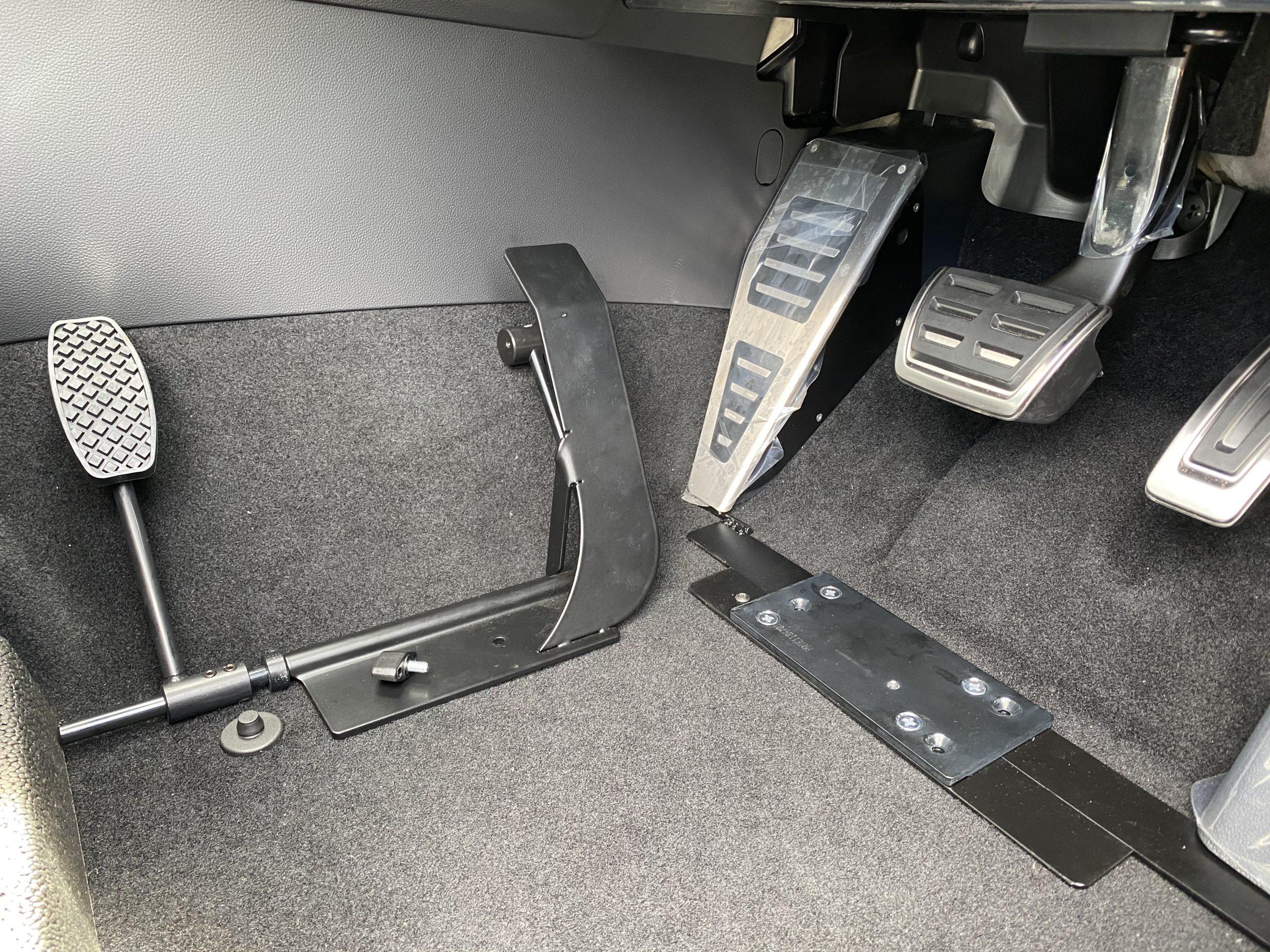 福祉車両改造 フォルクスワーゲン パサート 左足アクセル 福祉車両への改造 ⑧