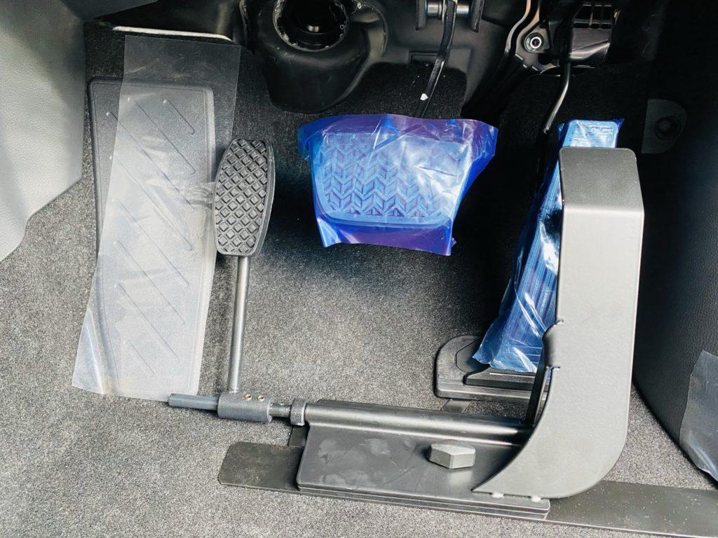 福祉車両改造 トヨタ RAV4 左足アクセル 福祉車両への改造 ⑦