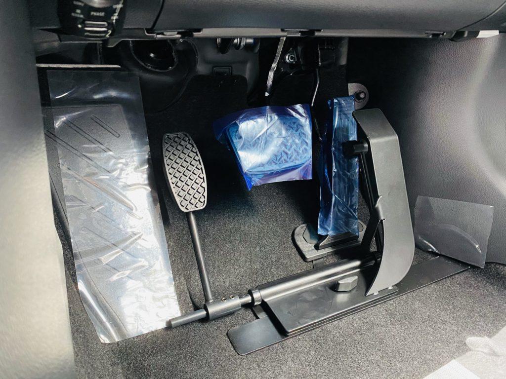 福祉車両改造 トヨタ RAV4 左足アクセル 福祉車両への改造 ⑧