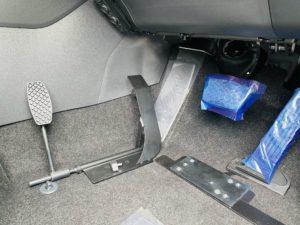 福祉車両改造 トヨタ RAV4 左足アクセル 福祉車両への改造 ⑨