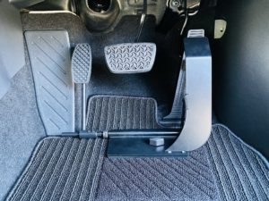 福祉車両改造 トヨタ ハリアー 左足アクセル 福祉車両への改造 ⑥