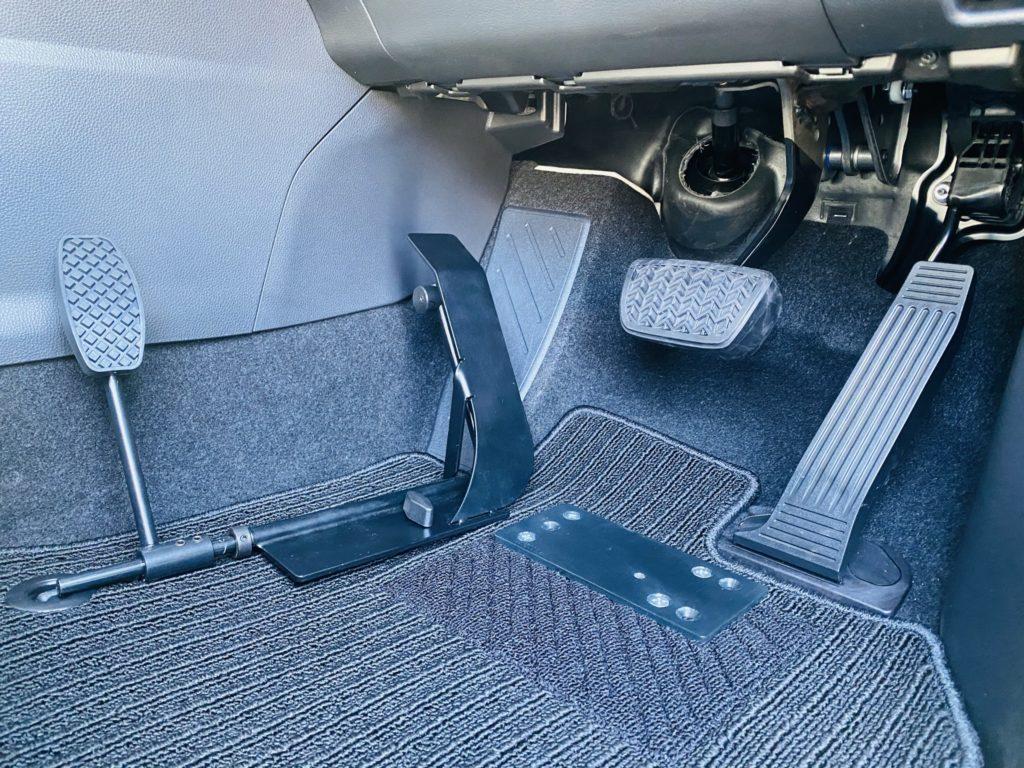 福祉車両改造 トヨタ ハリアー 左足アクセル 福祉車両への改造 ⑧