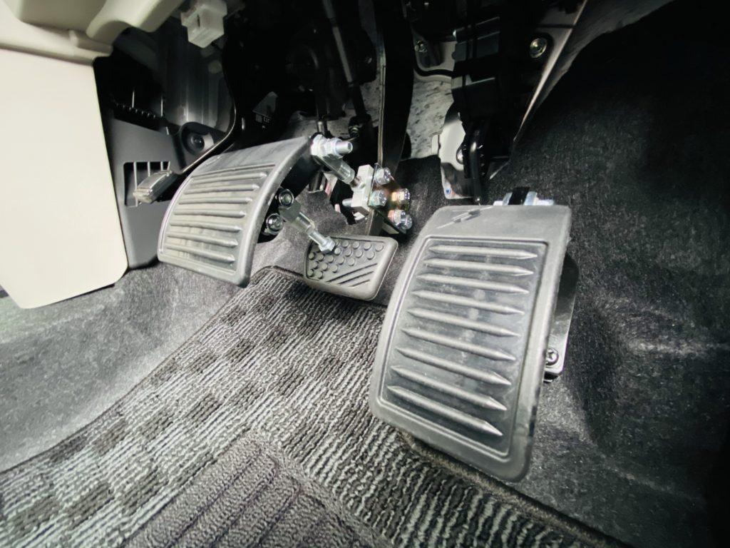福祉車両改造 ダイハツ ムーブ ペダルかさ上げ 福祉車両への改造 ⑥