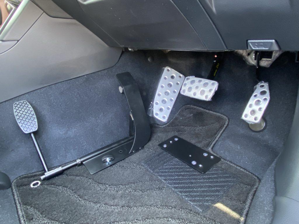 福祉車両改造 スバル アウトバック 左足アクセル 福祉車両への改造 ④