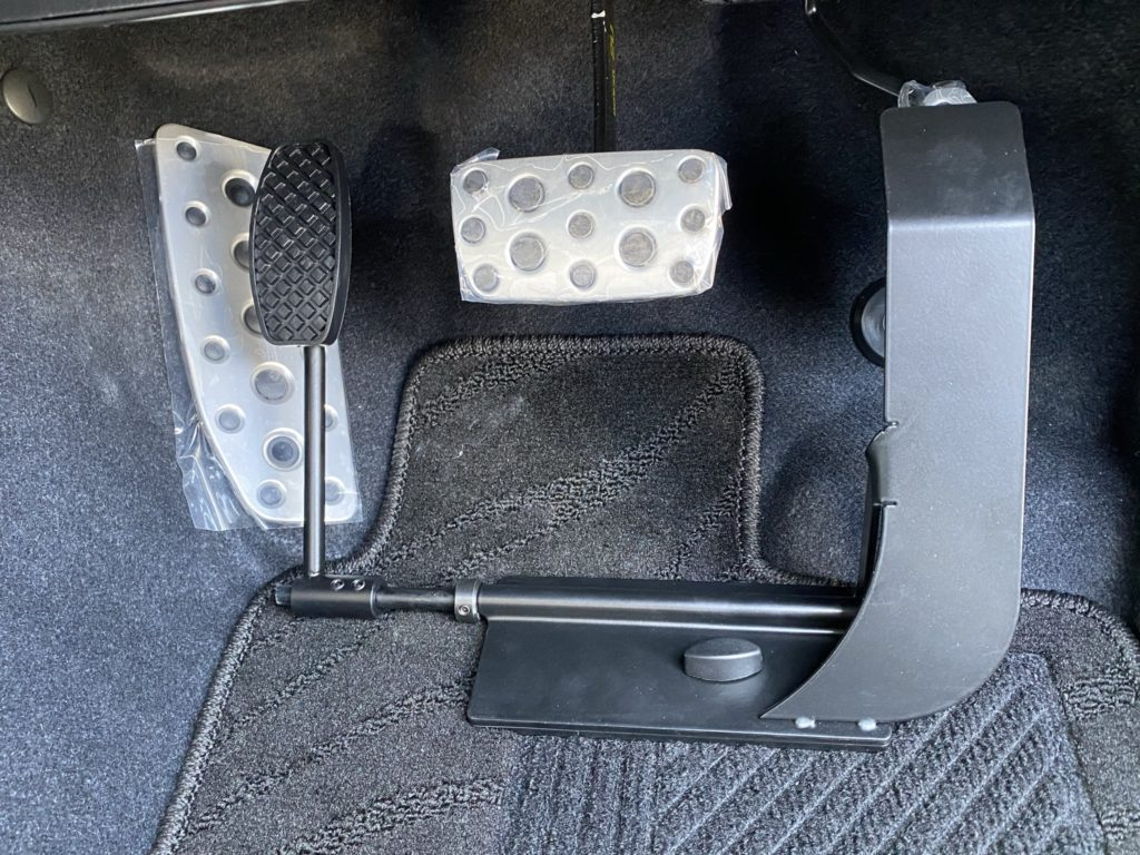 福祉車両改造 スバル アウトバック 左足アクセル 福祉車両への改造 ⑥