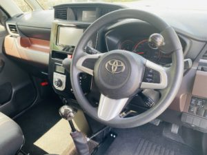 福祉車両改造 トヨタ ルーミー 手動運転装置 移乗補助シート車いす収納装置 ③