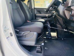 福祉車両改造 トヨタ ルーミー 手動運転装置 移乗補助シート 車いす収納装置 ⑤