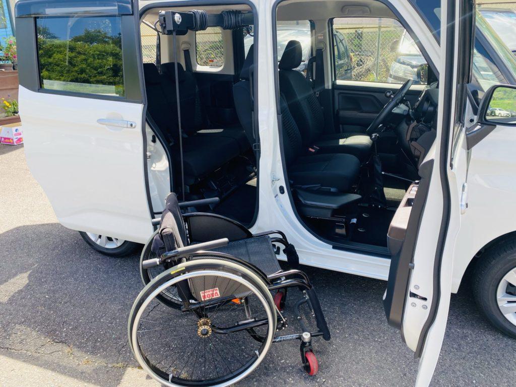 福祉車両改造 トヨタ ルーミー 手動運転装置 移乗補助シート 車いす収納装置 ⑧