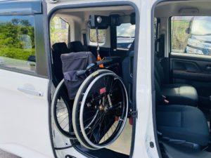 福祉車両改造 トヨタ ルーミー 手動運転装置 移乗補助シート 車いす収納装置 ⑨