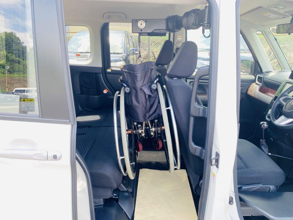 福祉車両改造 トヨタ ルーミー 手動運転装置 移乗補助シート 車いす収納装置 ⑩